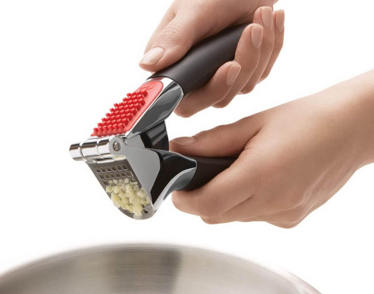 Presse-ail en acier inoxydable lail dans le pot en bambou est plus d/élicat et juteux et le go/ût de la cuisine est plus parfum/é.